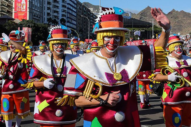 CARNIVAL FOR BEGINNERS - YOUR GUIDE TO TENERIFE´S WORLD-FAMOUS STREET PARTY