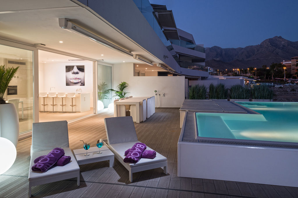 Luxury Harmony - terrace at night