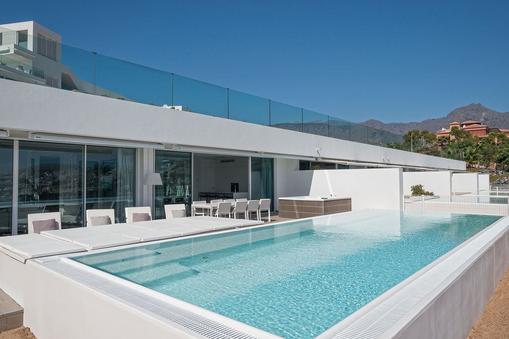 Luxury Harmony - terrace + pool
