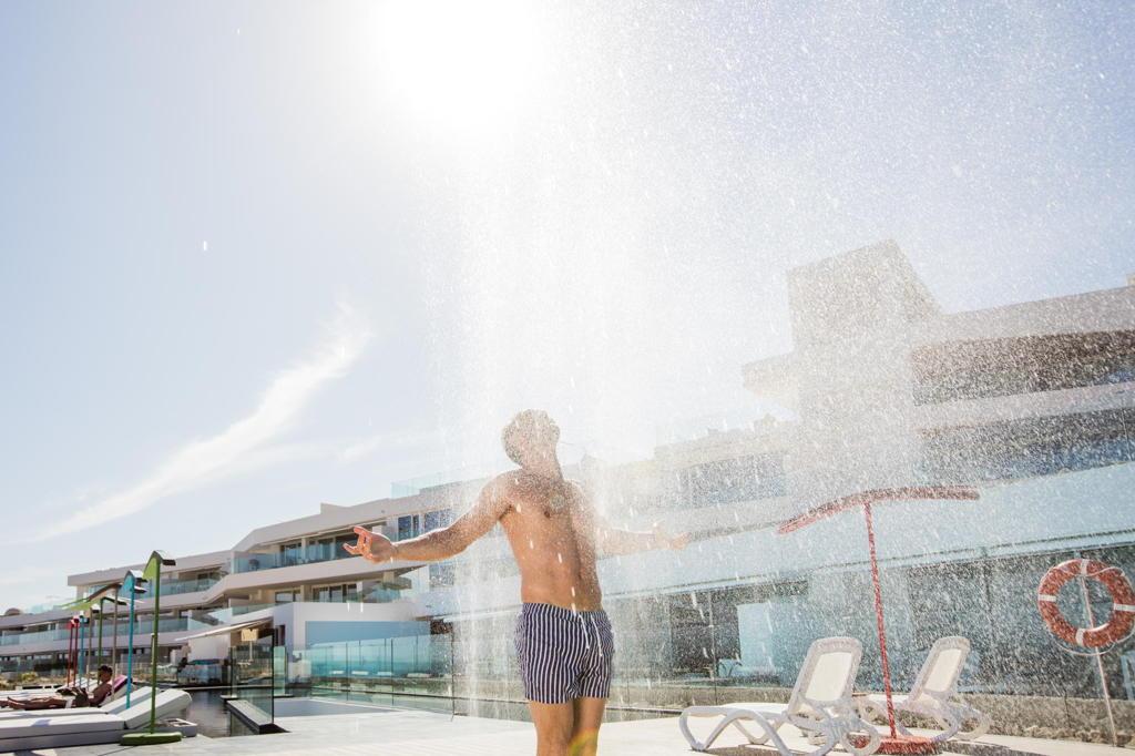 ducha-piscina-hotel-baobab-suites